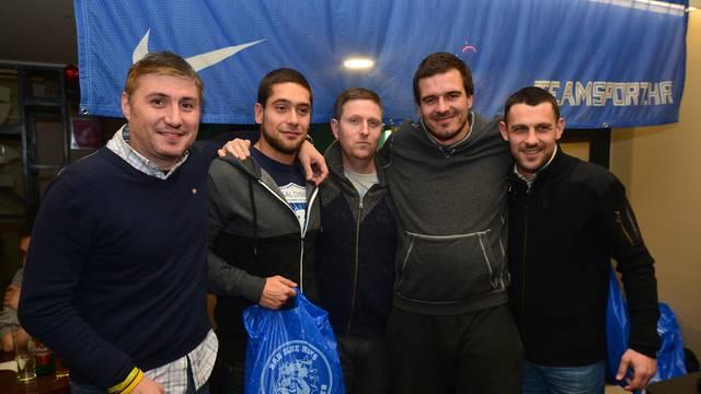 To je Dinamo: Pjesma, šalovi i strast u kvartu Nike Kranjčara