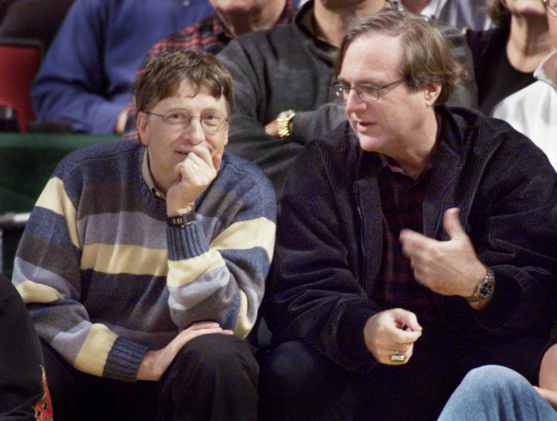 FILE PHOTO: MICROSOFT COFOUNDERS BILL GATES AND PAUL ALLEN WATCH BLAZERS PLAYSONICS.