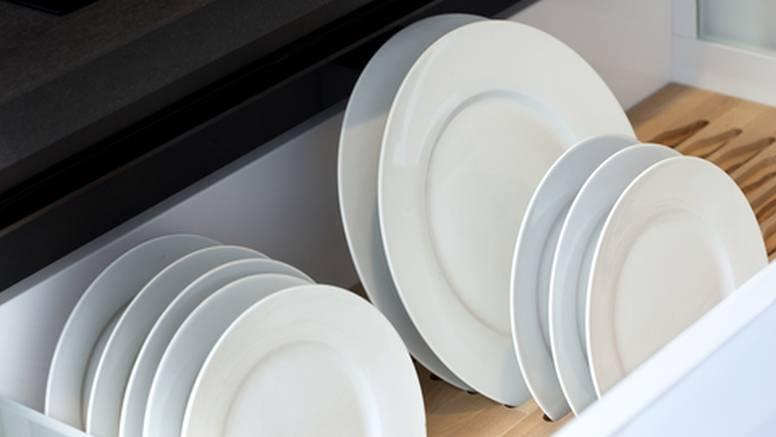 Umjesto u ormarima, tanjure je praktičnije držati u ladicama