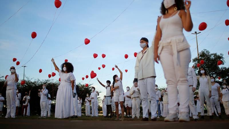 Crveni baloni iznad Brazilije u čast preminulima od korona virusa: Oni su bili nečija ljubav