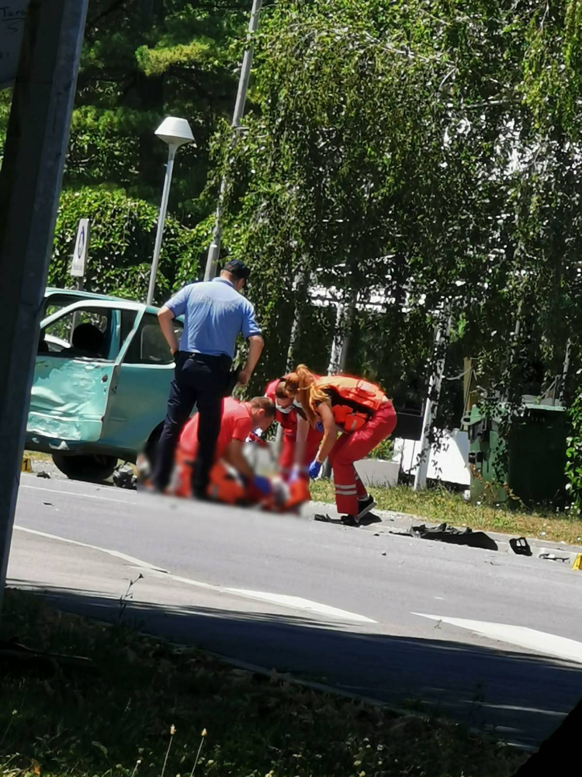U Vukovariu sudar između auta i motocikla, motorist u bolnici...