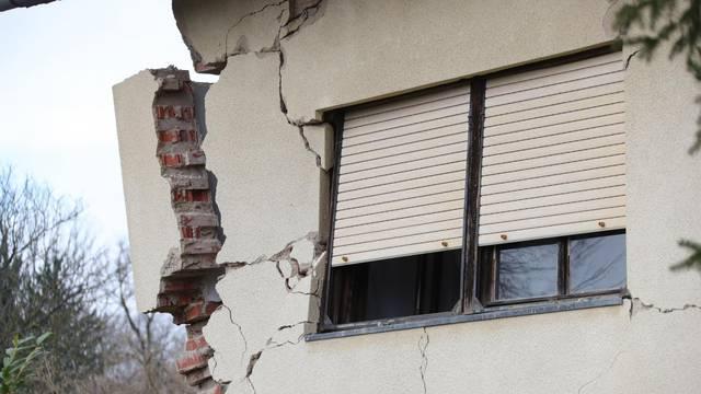 Posljedice potresa u selu Majska Poljana