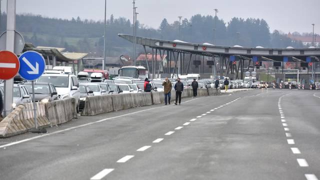 Od jutra su goleme gužve na ulazu iz Slovenije, na Bregani se čeka satima