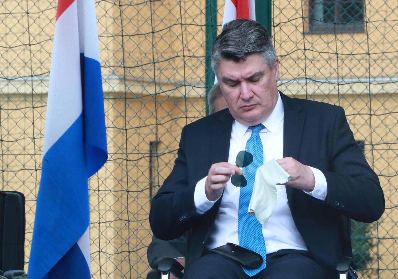 Zagreb: Predsjednik Milanović dobro očistio naočale prije promocije časnika