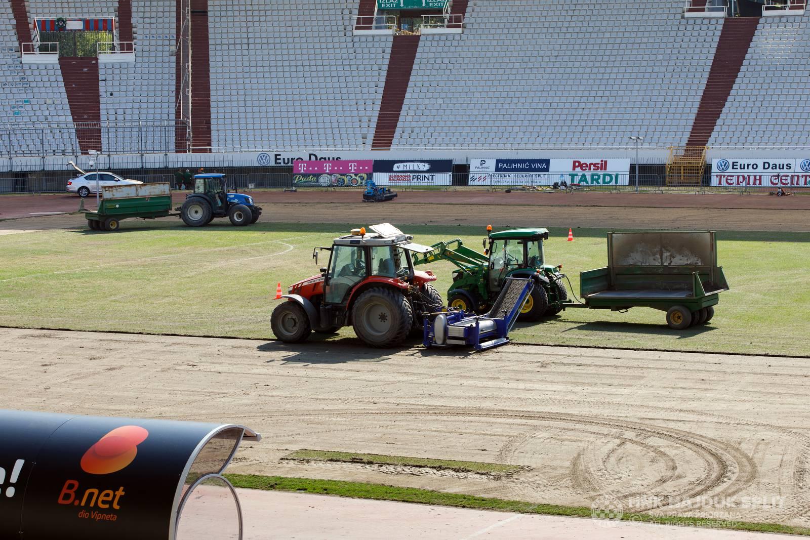 Možda to pomogne: Mijenja se oštećeni travnjak na Poljudu...