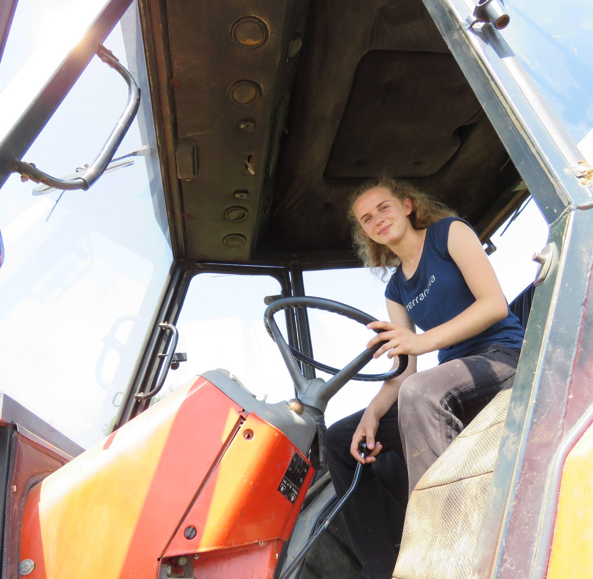 Ostvarili joj želju: Djevojka koja radi na polju, prvi put na moru