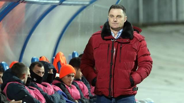 Zagreb: Zagrijavanje nogometaša Lokomotive i Varaždina uoči početka utakmice