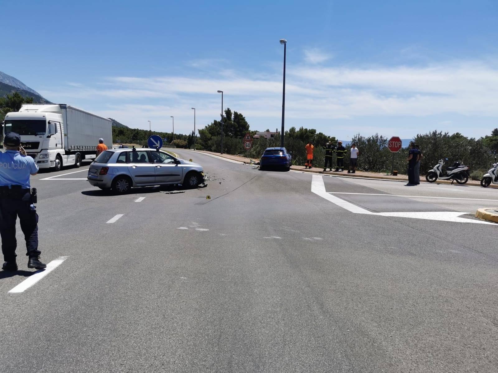 Nakon frontalnog sudara Audi stranih tablica odletio u stup