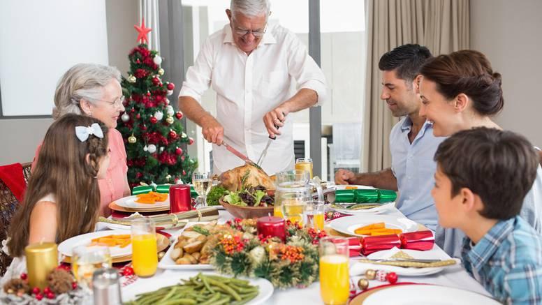 Izbjegnite prejedanje za Božić: Prije obroka popijte čašu vode