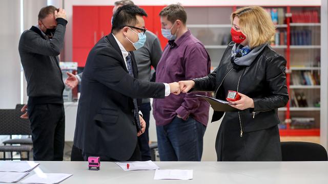 Huawei Technologies donirao tablete i knjige školama u potresom pogođenoj Banovini