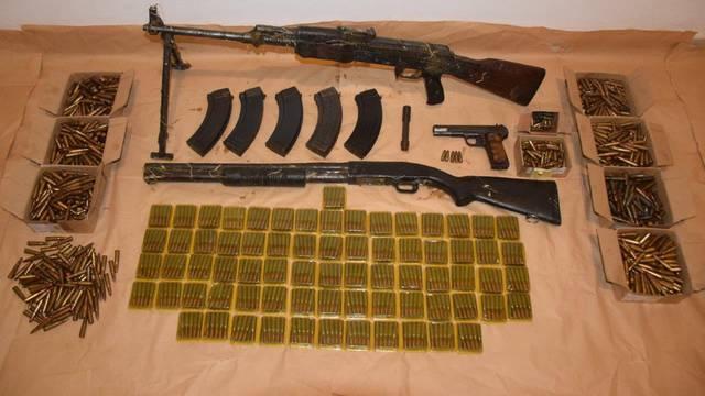 Biograd: Kod muškarca našli pušku, sačmaricu, pištolj...