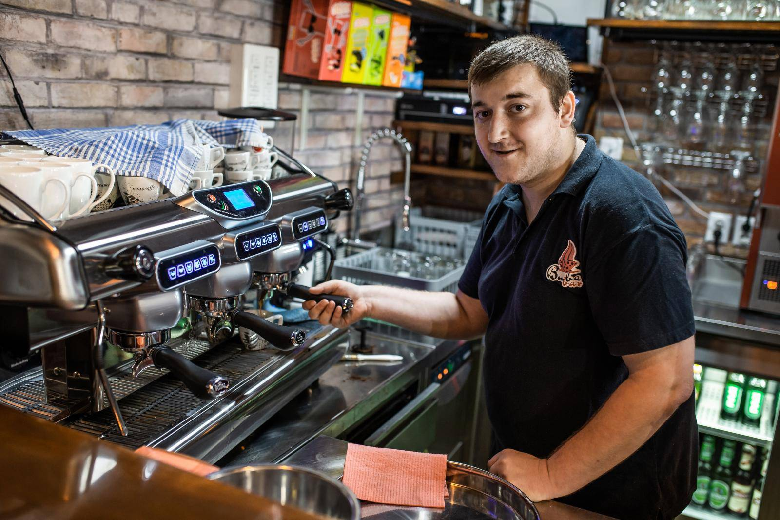 Vinkovci: Buba bar zapošljava konobare s invaliditetom, pretežito sa sindromom Down