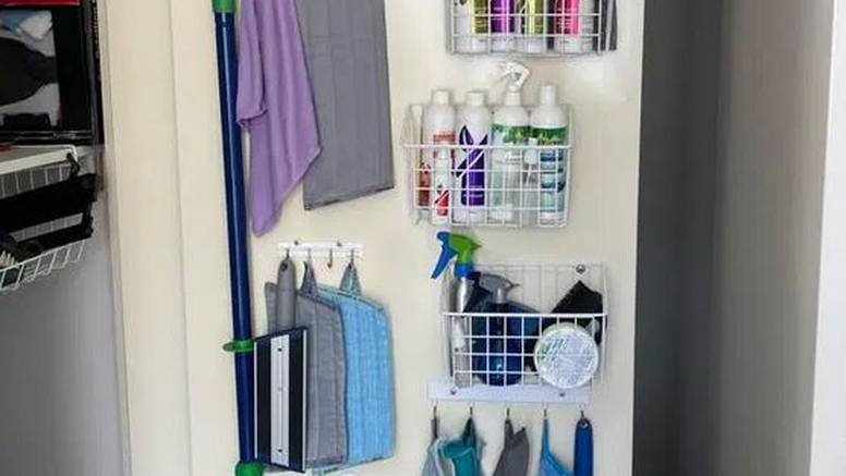 Sredstva za čišćenje složite na vrata - tako štedite na prostoru