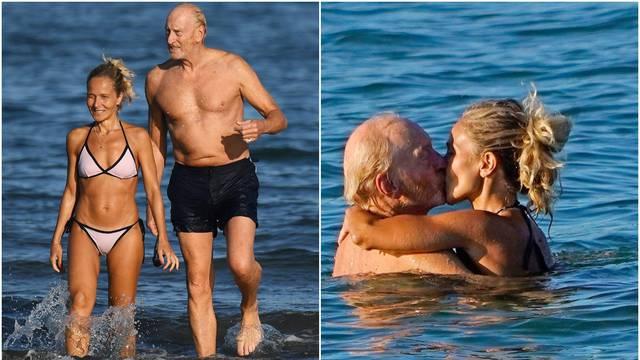 Zvijezda 'Igre prijestolja' (73) ljubi mlađu djevojku na plaži