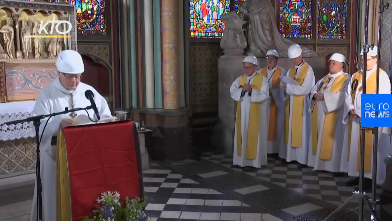 Prva misa nakon požara: Svi nosili zaštitne kacige u crkvi