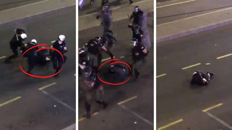 Skoro 20 policajaca pendrecima i nogama mlatilo mladića koji je bespomoćno ležao na cesti
