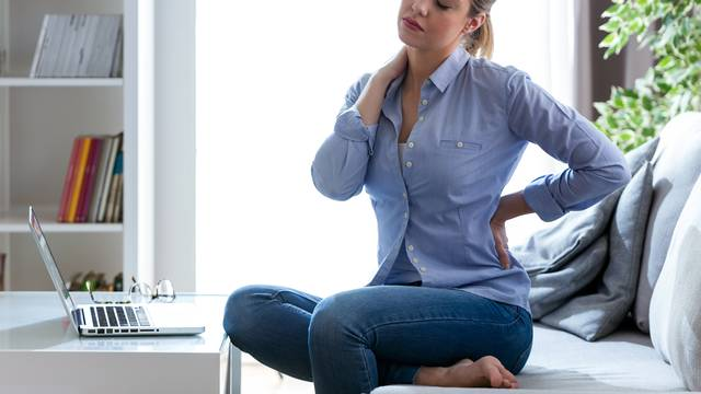 Stalno  vas bole leđa? Možda je problem u tome kako spavate