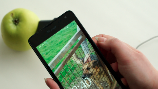 Riješili smo misterij: Može li se mobitel napuniti s jabukom?