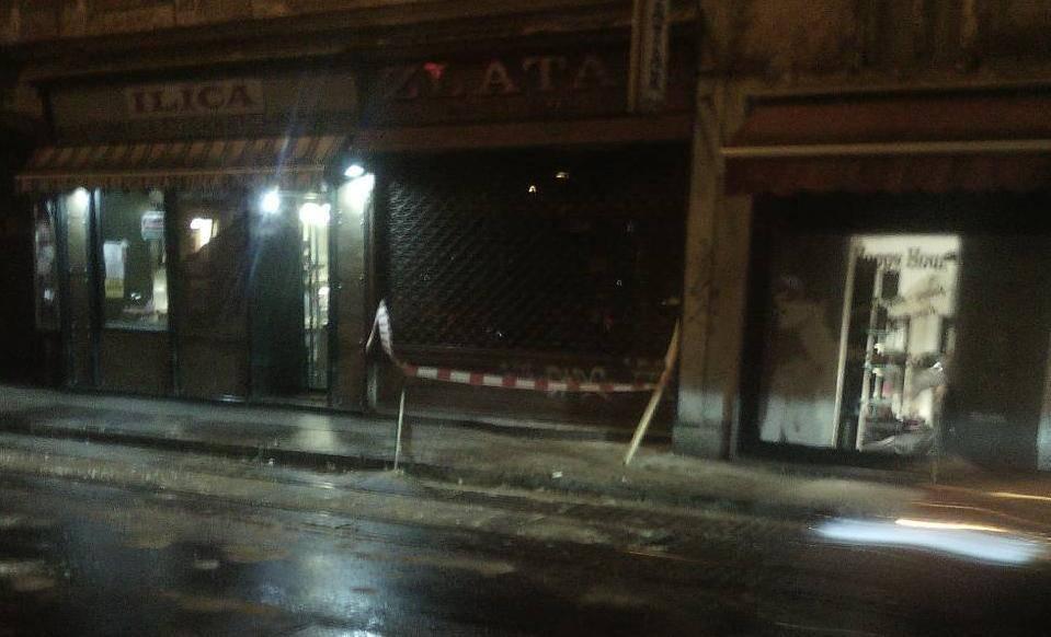 Žbuka sa zgrade u centru pala na ulicu i tramvajske tračnice