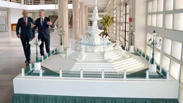 Maketa čuvene 'Bajamontuše' izložena je u atriju Banovine