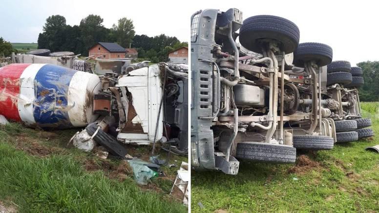 Nesreća kraj Križevaca: Kamion prevozio beton i sletio s ceste