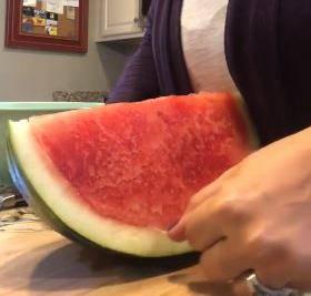 Narežite lubenicu savršeno uz fantastičan alat - zubni konac