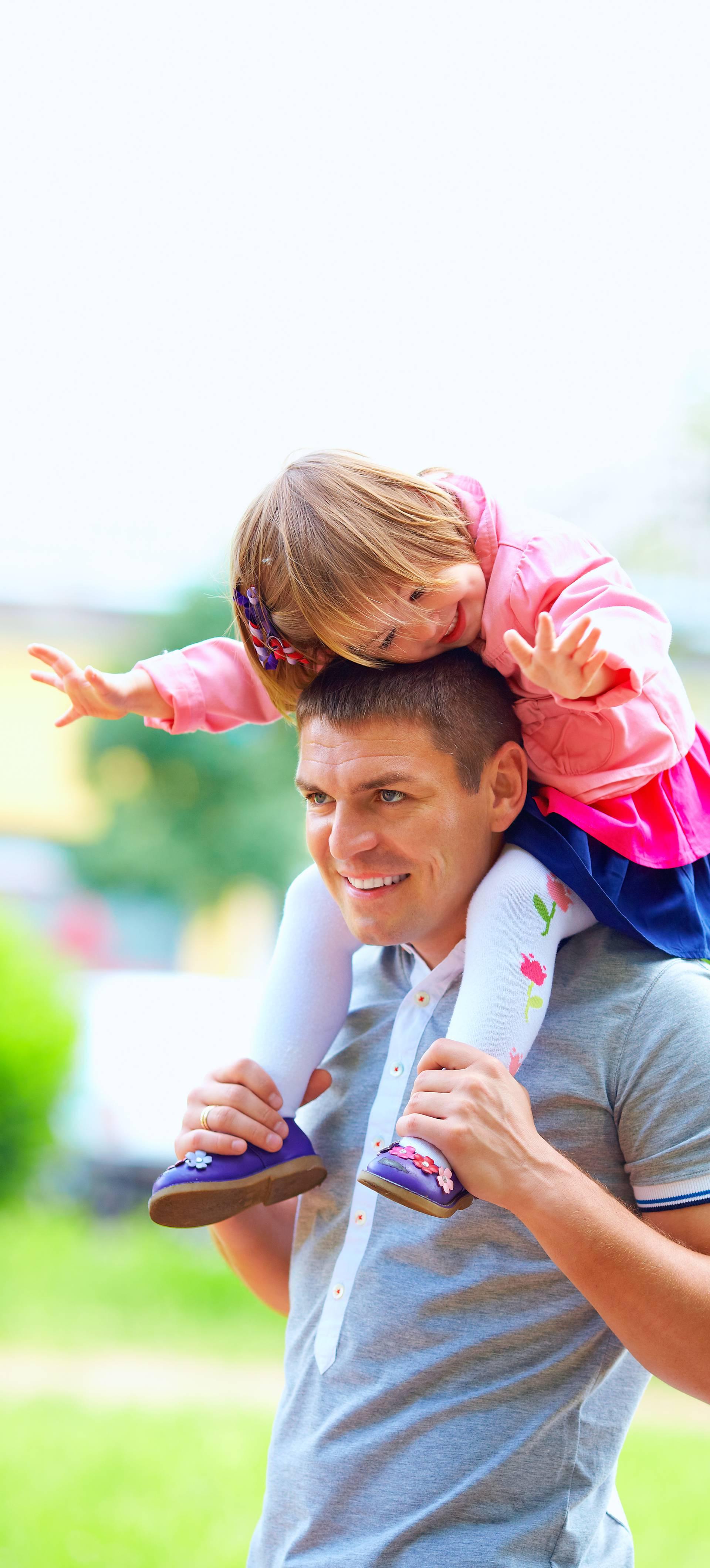 Tata postavlja temelje dječjoj samostalnosti i istraživanju