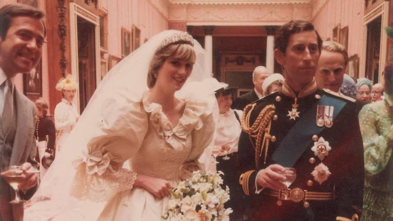 Komad vjenčane torte Charlesa i Diane prodan za 16.400 kuna