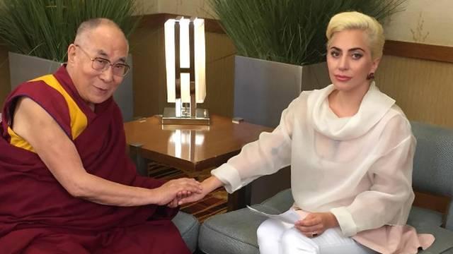 Kineski fanovi gnjevni: Lady GaGa sastala se s Dalaj lamom