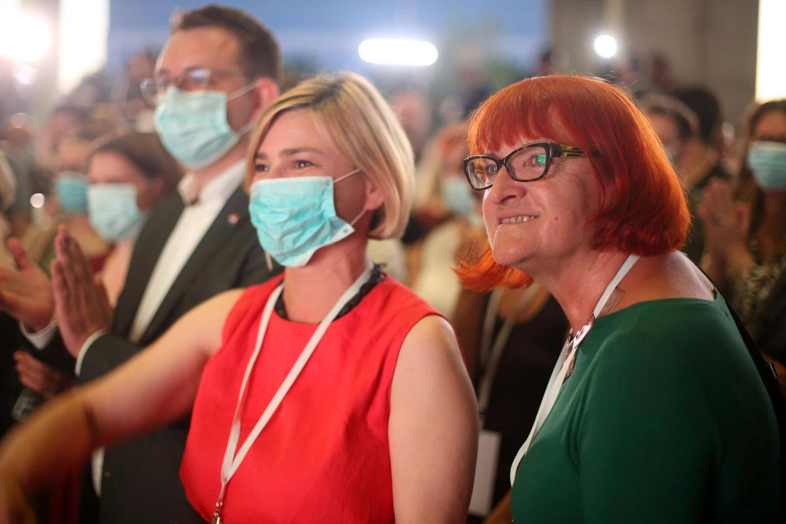 Zagreb: Možemo! izborne rezultate čeka ispred Muzeja suvremene umjetnosti