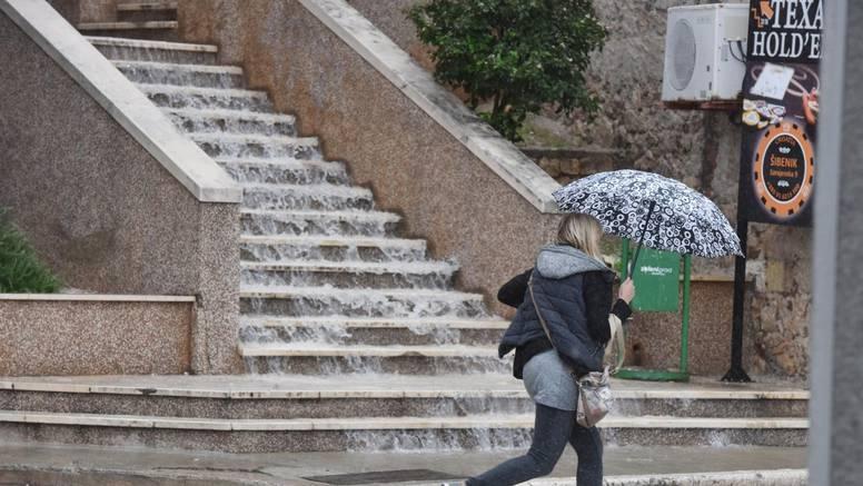 Oblačno, kiša i jugo u Dalmaciji, u Gorskom Kotaru pada snijeg