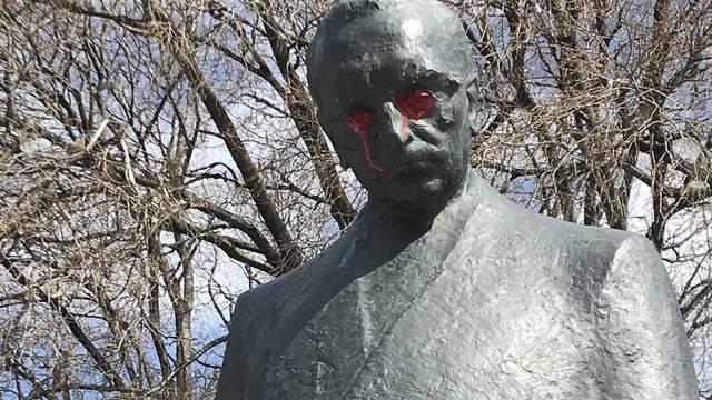 Tuđmanov spomenik ponovno na meti: Obojili mu oči crveno