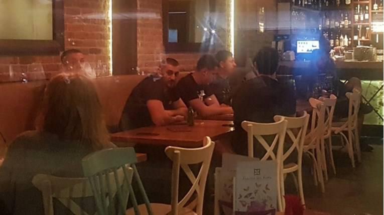 Vučićev sin uhvaćen u društvu huligana kojem sude: Novinarki koja ih je ulovila uzeli mobitel