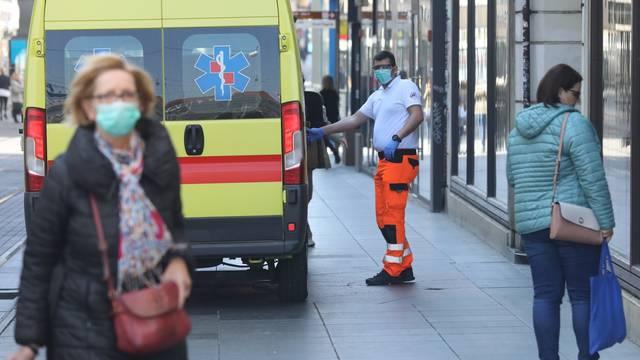 Zagreb: Djelatnici Hitne medicinske pomoći s maskama na licu