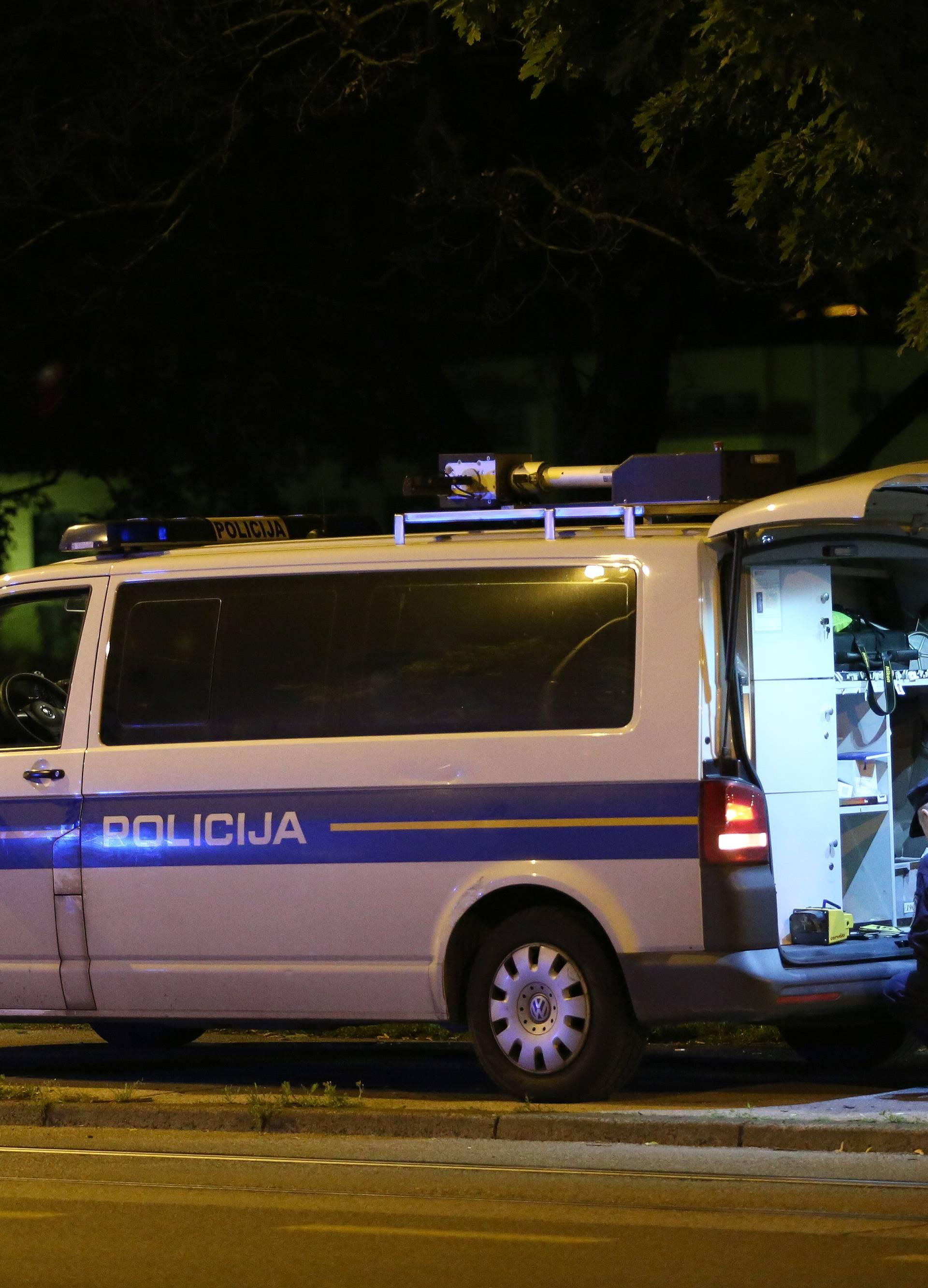 Mladić izgubio nadzor: Udario u ogradu i stup, teško ozlijeđen