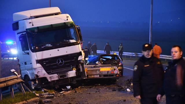 U prometnoj nesreći na autocesti A3 kod Okučana smrtno stradale tri osobe