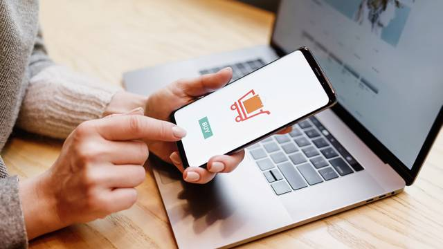 Sudjelujte u kratkoj anketi i recite nam jeste li zadovoljni kupnjom putem interneta
