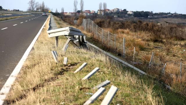 Probio zaštitnu ogradu i mreže pa se isprevrtao nekoliko puta