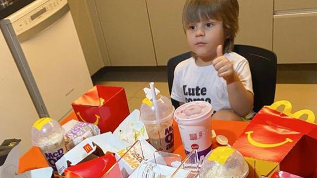 Snalažljivi trogodišnjak naručio si Mcdonalds - jer je bio gladan!