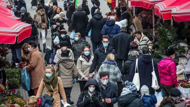 Zagreb: Unatoč novim mjerama centrom grada kreće se dosta ljudi