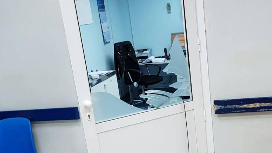 Nije dobio lijek: Razbio staklo na vratima ambulante u Zadru
