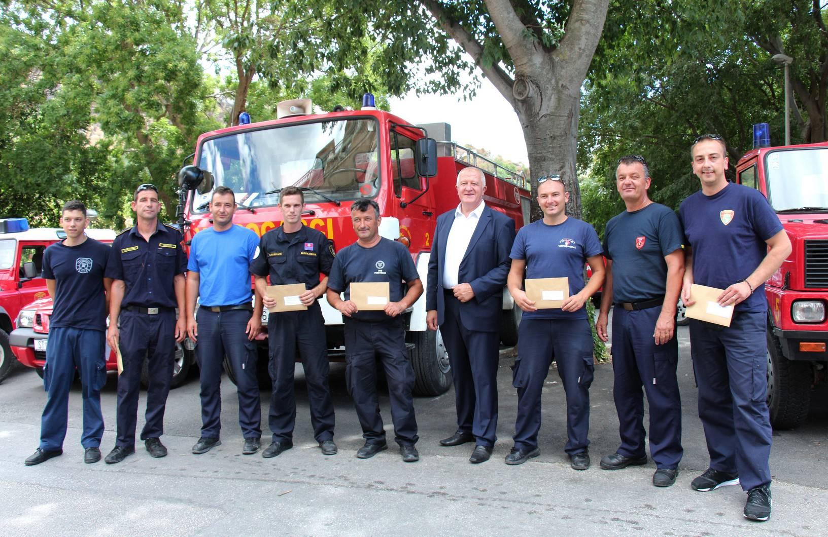 INA uručila donaciju vatrogascima Dalmacije