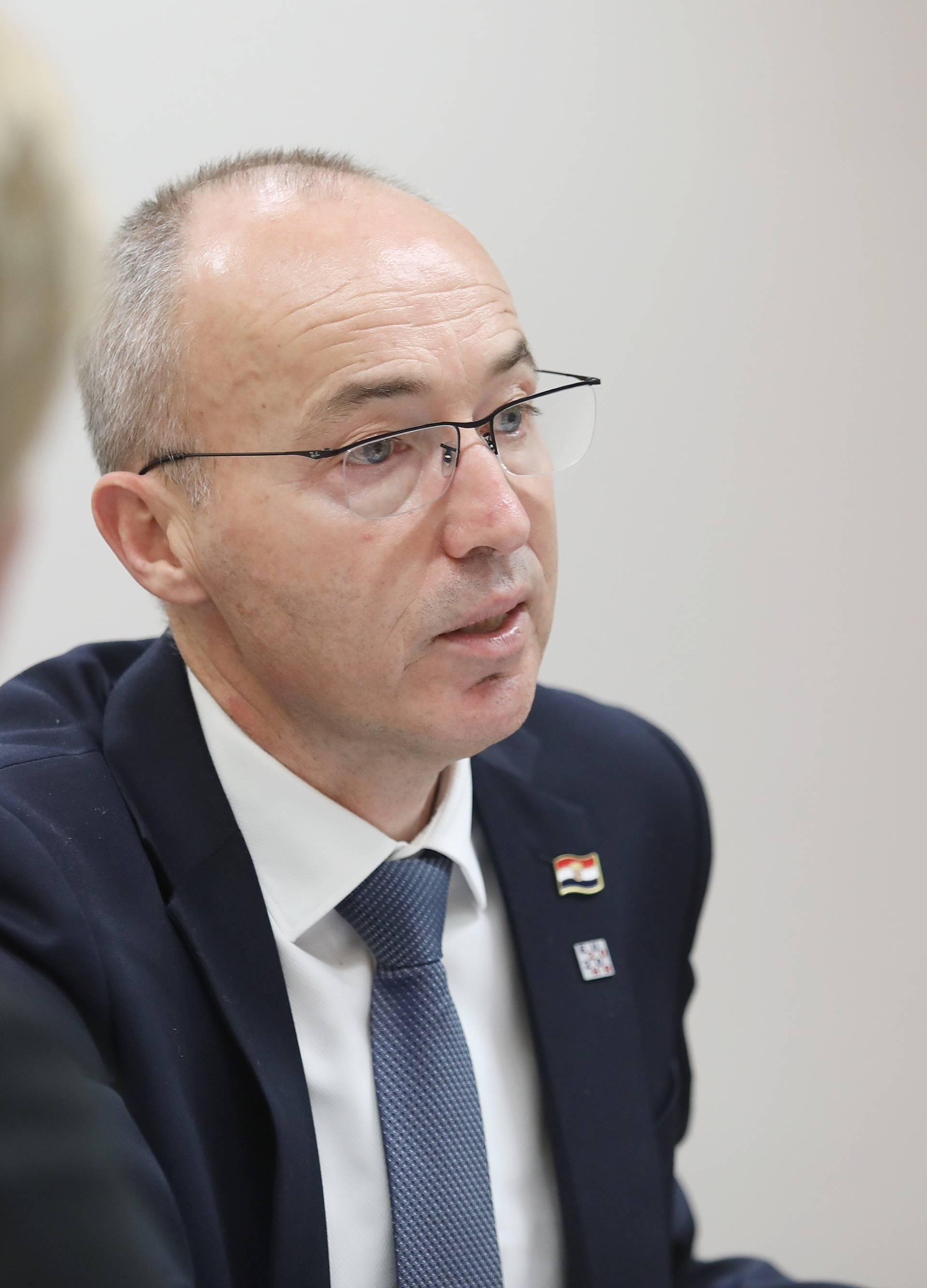 Zagreb: Sastanak hrvatskih ministara s novinarima iz Bruxellesa