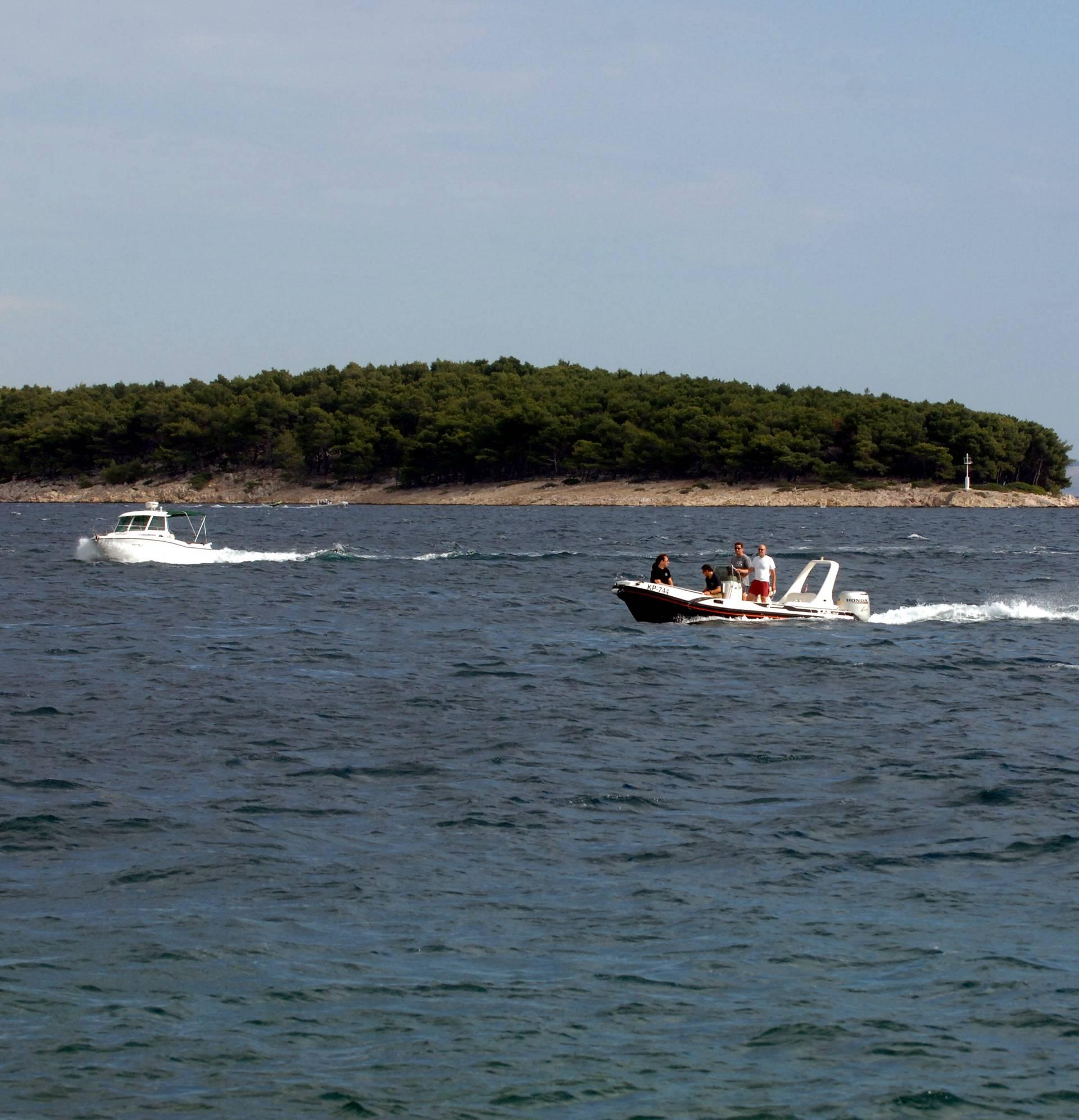 Jadransko more prekriveno je mrljama od 108 četvornih km