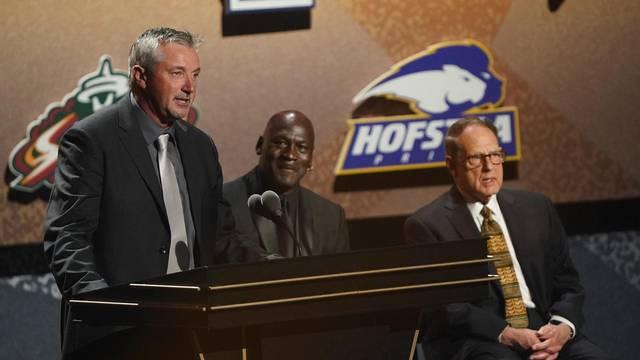 NBA: The Naismith Memorial Basketball Hall of Fame-Enshrinement