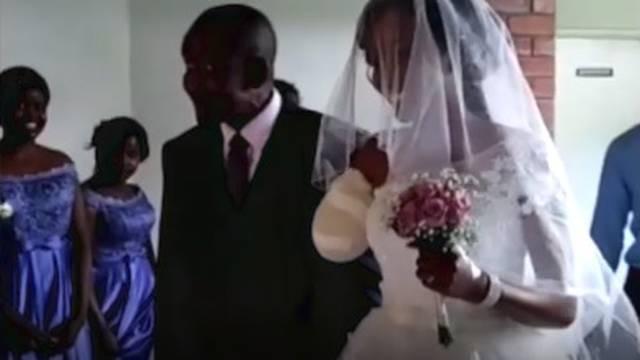 Pet dana prije vjenčanja ostala bez ruke, ali je ipak izrekla 'da'