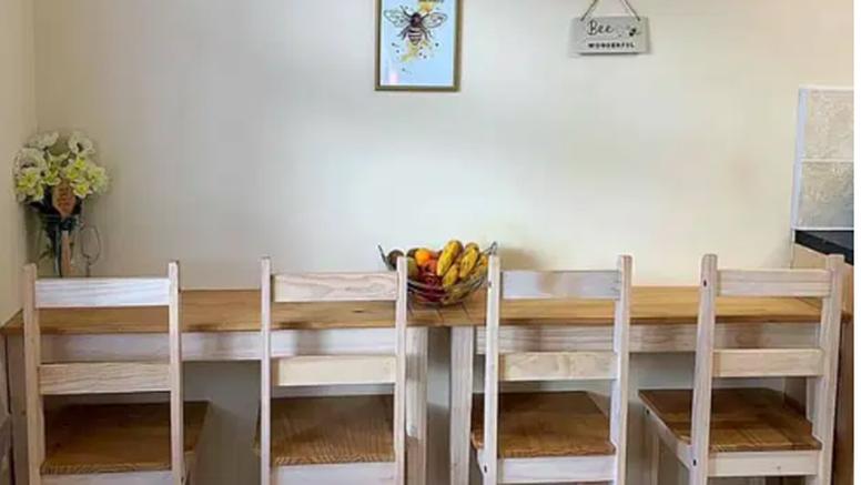 Trebao joj je šank pa je svoj stari dugi stol prerezala na pola
