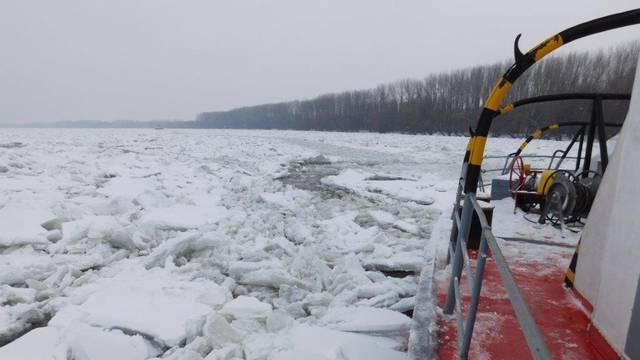 Ledolomci na Dunavu: Led je debljine i više od jednog metra!