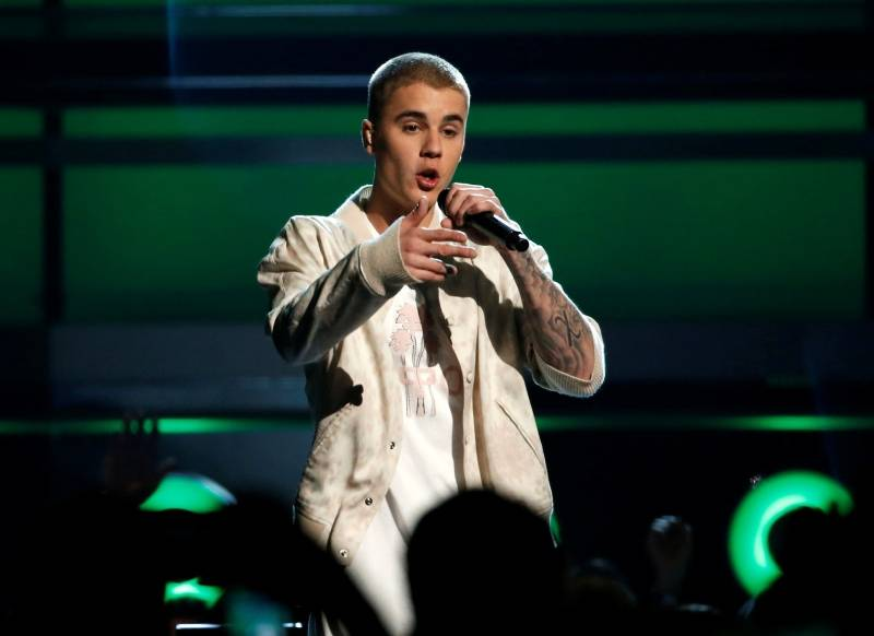 Justin Bieber performs a medley of songs at the 2016 Billboard Awards in Las Vegas