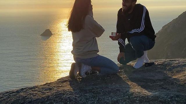 Na koljenima u zalazak sunca... Borja zaprosio, Tereza rekla 'da'
